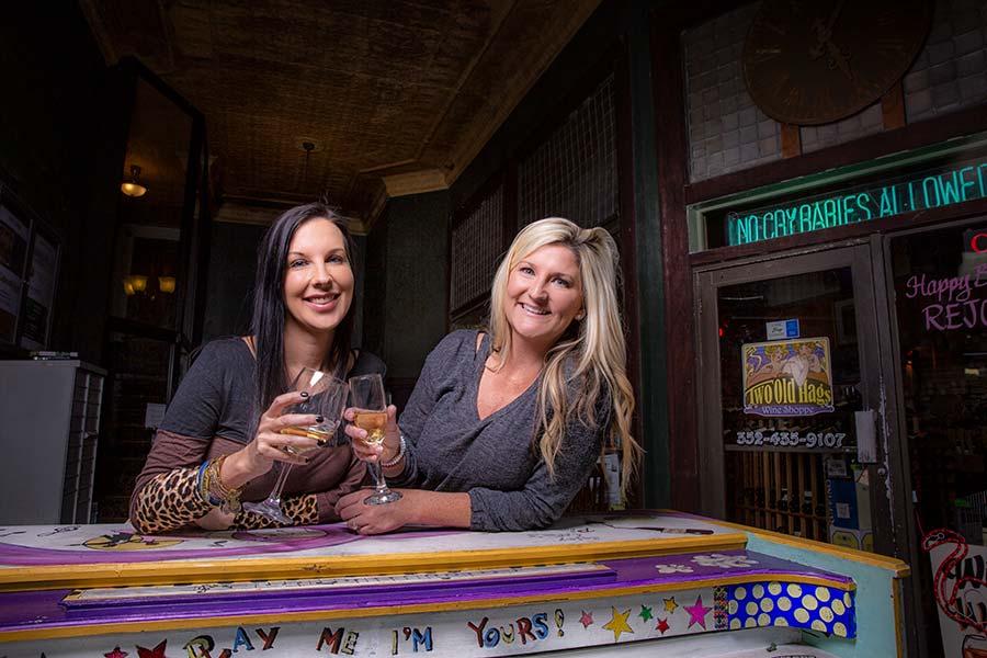 friends-drink-wine
