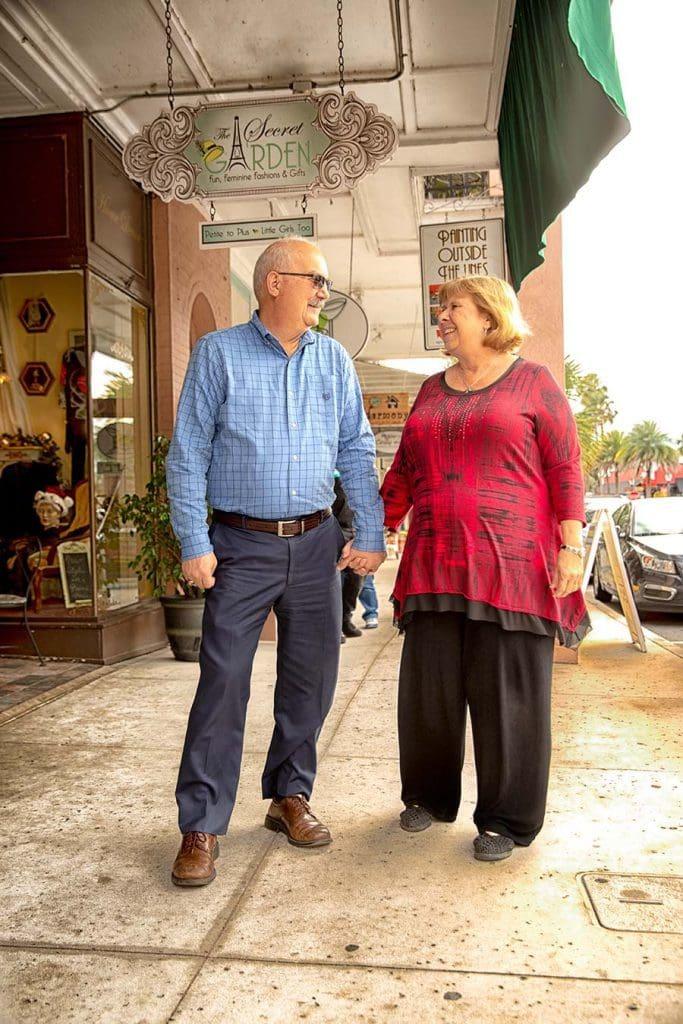 couple-shopping-downtown-mount-dora
