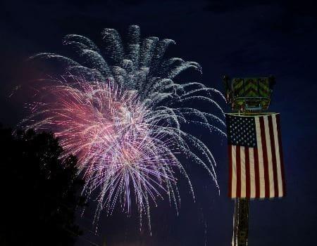 mount-dora-fireworks-display